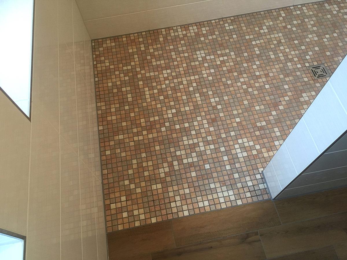 Wandfliesen und Mosaik in Kombination