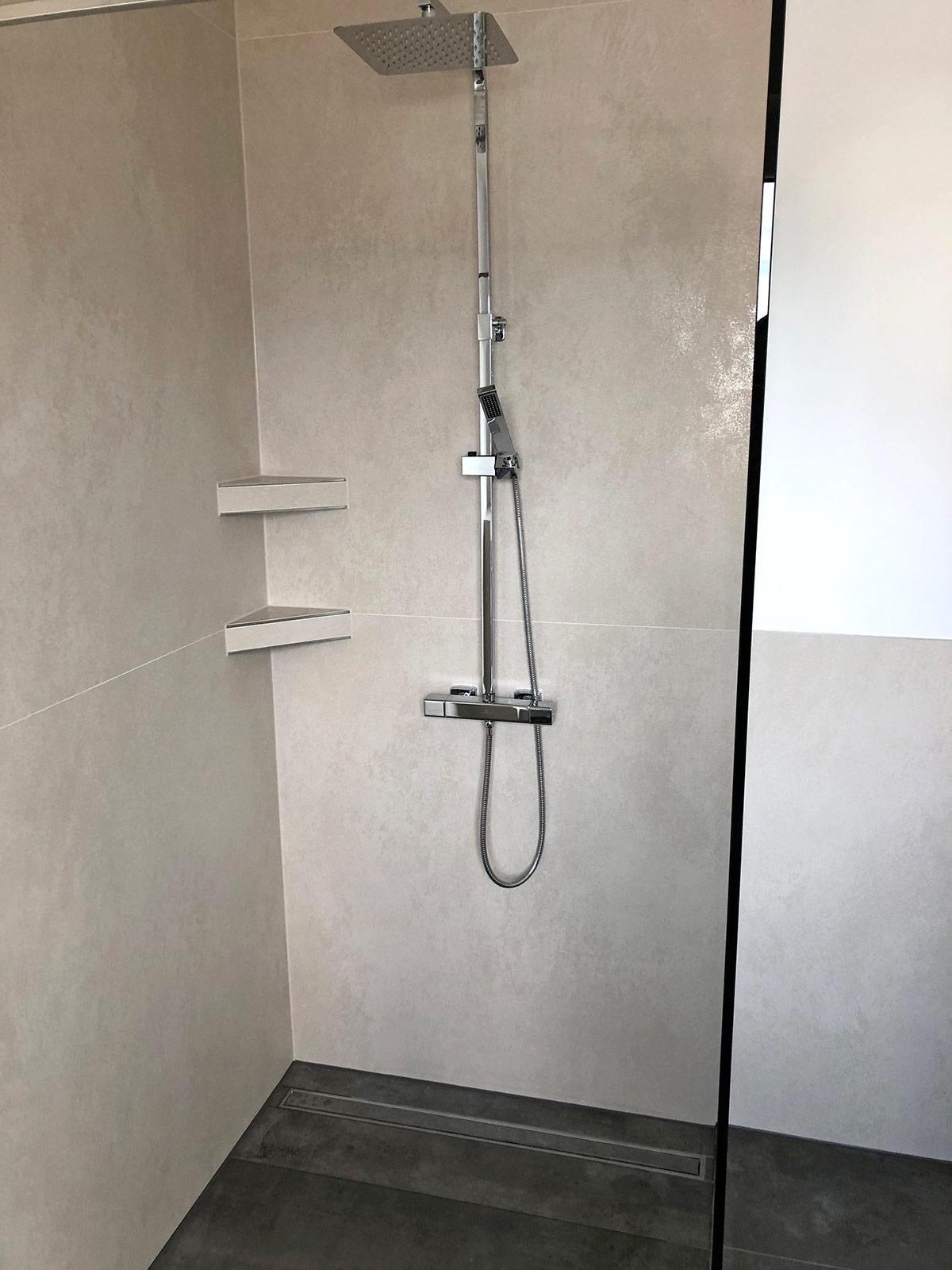 Dusche mit Ablagen, Coverlam-Fliesen 1,20x1,20 m