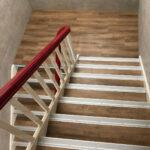 Designbelag auf Holztreppe verlegt